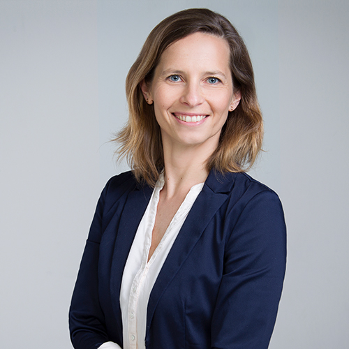 https://www.frequentis.com/karriere/hrprofils/images/Barbara_H.JPG profile picture.